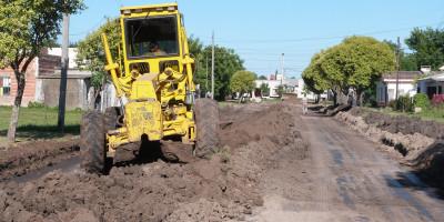 Comenzó la pavimentación de 2 nuevas  cuadras sobre calle 25 de Mayo