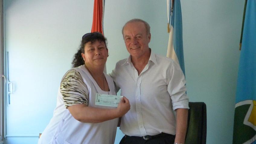 El Intendente entregó $183.000 a establecimientos educativos locales